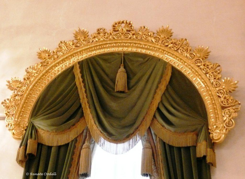 Curtains made of velvet fabrics
