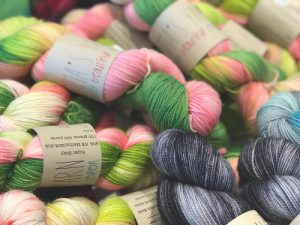 Coloured threads of wool