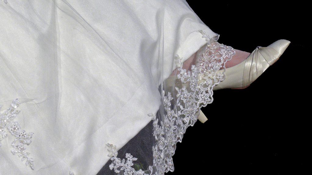 Clothing finishing border with lace